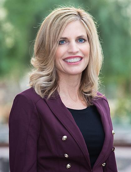 Dawn Schneider headshot